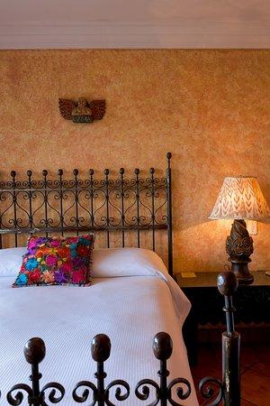 Hotel Atitlan: Doble estándar