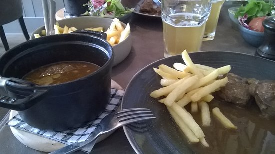 Gistel, Belgien: casserolletje met varkenswangetjes en sausje