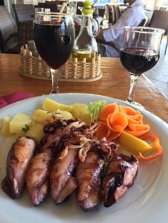 Stomorska, Kroatië: Calamari stuffed with bacon and cheese.