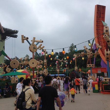 Hong Kong Disneyland: photo1.jpg