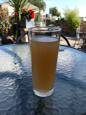 Ньюарк-он-Трент, UK: East Markham cider