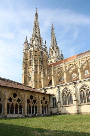 Cloitre De La Cathedrale Sainte-Marie