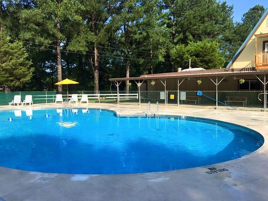 Buchanan, Tennessee: Fun clean pool open Mid May to Mid September annually. 