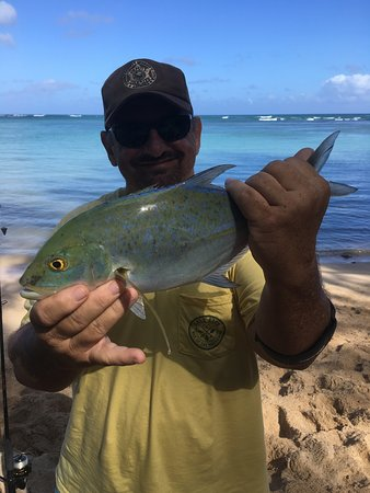 Shoreline Fishing Hawaii: Last fish of the day