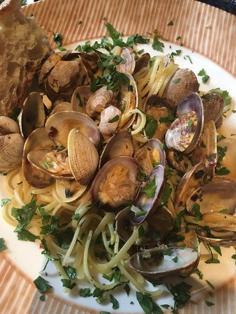 The Pink Door: clams with pasta