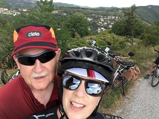 Лишиано-Никконе, Италия: Inspired Italy ebike stop for picture in Umbria