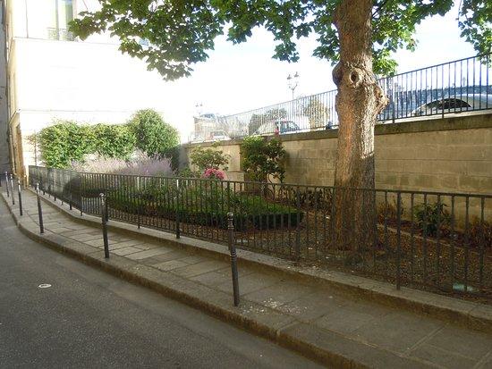 Jardinet De La Rue Des Ursins