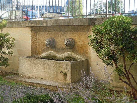 Fontaine du Jardinet Des Ursins