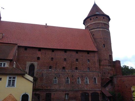 Castle of Warmian Bishops in Olsztyn: jedno ze skrzydeł zamku - z wieżą
