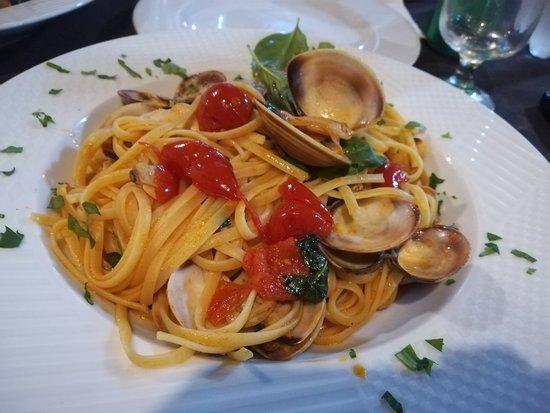Cropani, Italy: Piatti ottimi e abbondanti funghi ad alti livelli.. Servizio speciale come tutto lo staff.. Comp
