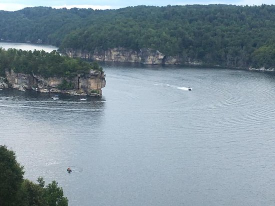 Carnifex Ferry Cottages: summersville lake