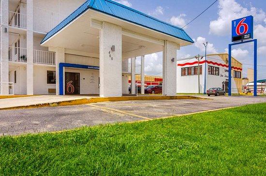 Το άνετο Motel 6 Mobile North είναι ένα ξενοδοχείο 2 αστέρων στην πόλη Mobile που προσφέρει εξέδρα στον ήλιο και πισίνα.