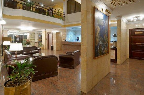 Ritz Apart Hotel: Lobby