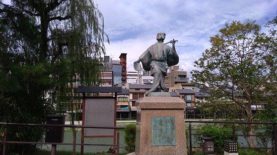 Statue of Izumo no Okuni