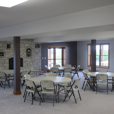 Clay Center, KS: Lower Level has 2 sets of double doors leading out to large patio