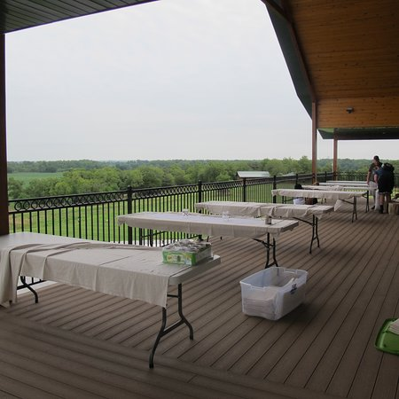 Clay Center, KS: Covered deck wraps around entire lodge for outdoor seating as well