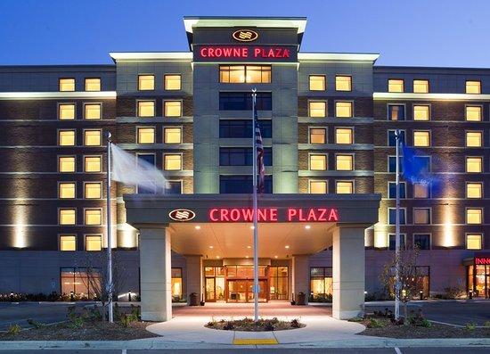 Crowne Plaza Milwaukee West Hotel