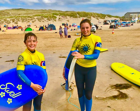 Perranporth Surf School : Happy surfers