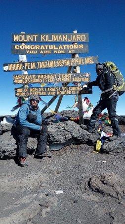 Frozen Peak Adventures: Uhuru peak(5895)