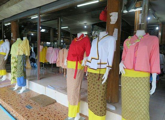 Pua, Thailand: สินค้าที่จำหน่ายภายในร้านครับ