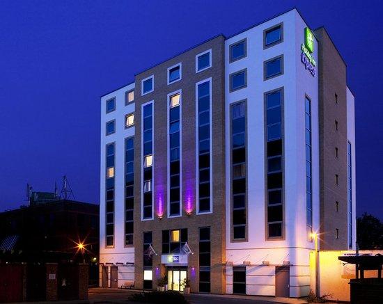 Holiday Inn Express London-Watford Junction