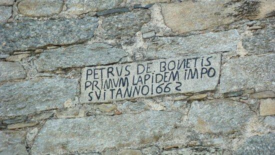 Invorio, อิตาลี: Targa con data della costruzione della torre