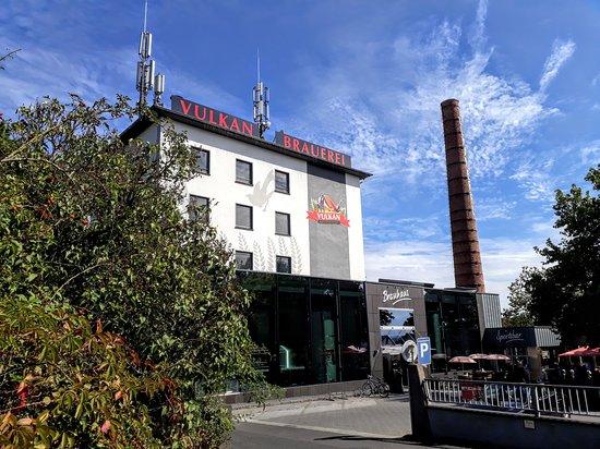 Mendig, Germany: Vulkan Brauhaus, Eingangsbereich und Biergarten