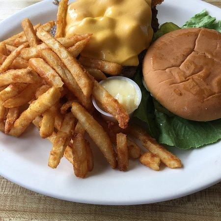 Cherokee Village, AR: Bacon cheeseburger