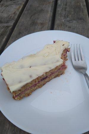 Little Haven, UK: Yogurt topped cake