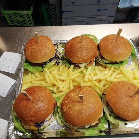 Buren an der Aare, Schweiz: Burgers right here