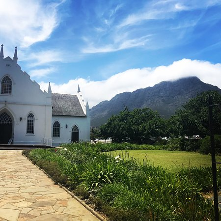 Kestell, Afrique du Sud : Every moment in South Africa was magic, in particular seeing the clouds pass behind Franclschoek's oldest church