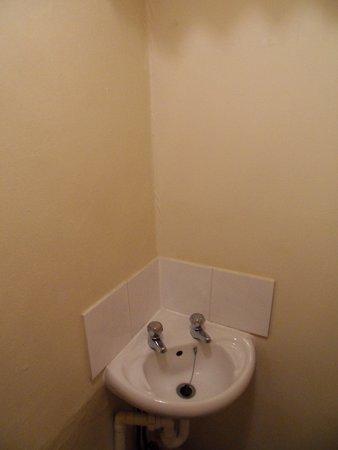 Ockley, UK: Bathroom washing area