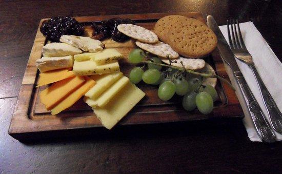 Ockley, UK: Cheese platter - very tasty
