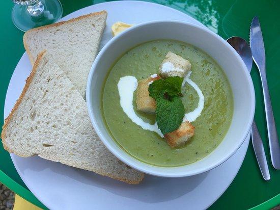 Norton Sub Hamdon, UK: Fab soup and delicious bread!