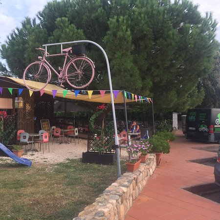 Lotzorai, Italien: Place to sit and relax after your (long) ride!