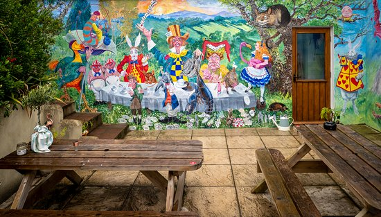 Cornworthy, UK: A mural decorating the outdoor seating area