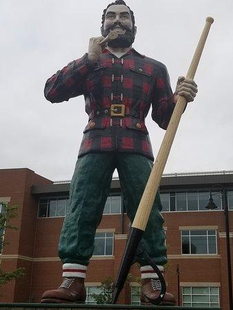 Paul Bunyan Statue: Close up of Paul Bunyan, sans Babe the Blue Ox.