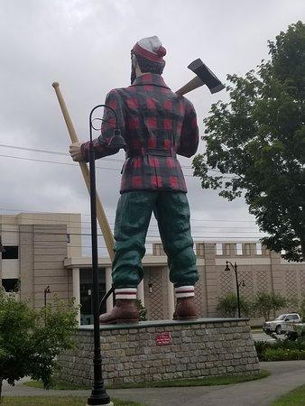 Rear of the Paul Bunyan statue.