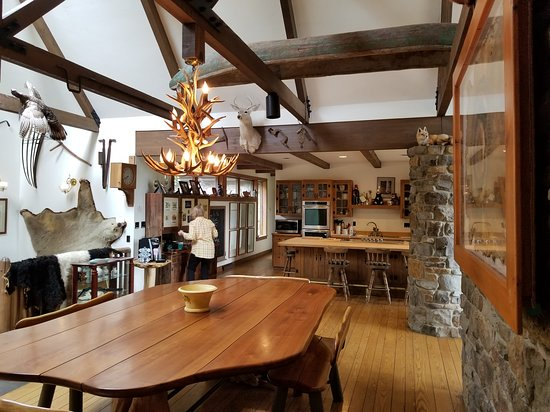 Stahlstown, PA: The house has a wonderful lodge feel