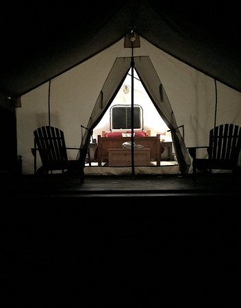 Johnsburg, Nova York: Millcreek Tent at night