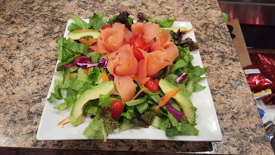Linwood, NJ: Smoked Salmon Salad with Avocado