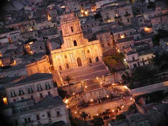Chiesa di San Giorgio: Il Duomo di notte