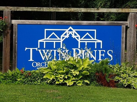‪Twin Pines Orchards & Cider House‬