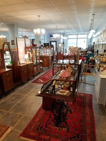Grantsville, MD: Blue moon antiques