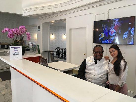 Hotel Vertigo: Greg and Cynthya in the lobby - nice staff!
