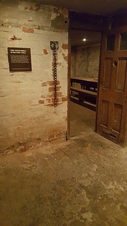 Shire Hall Historic Courthouse Museum: Where the Martyrs were held in this cell for 3 days awaiting trial.