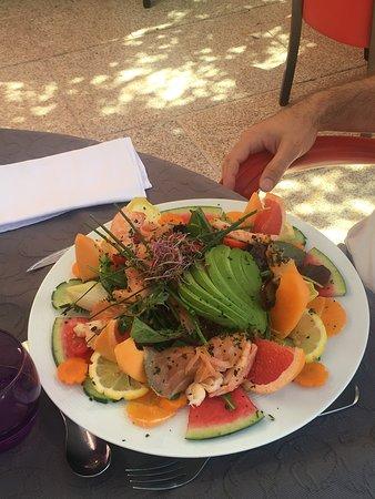 Tiffauges, فرنسا: Epoustoufflante salade