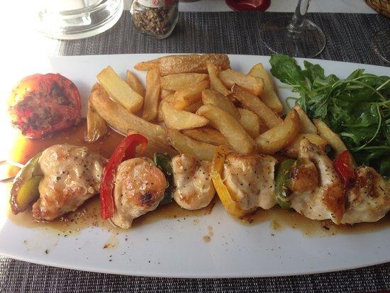 Seranon, France : la brochette de poulet au miel