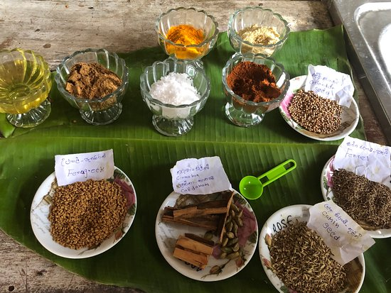 Arugam Bay, Sri Lanka: Spices ready to go!