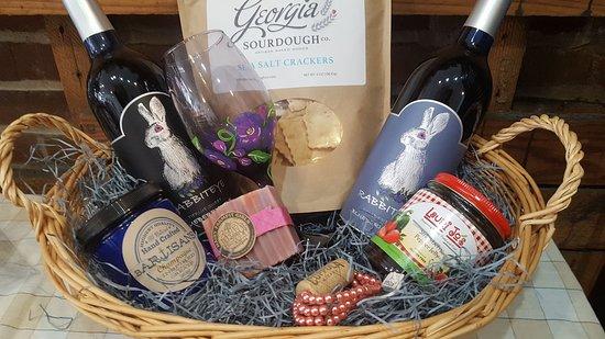Rabbiteye Winery & Market: Make the perfect gift basket!
